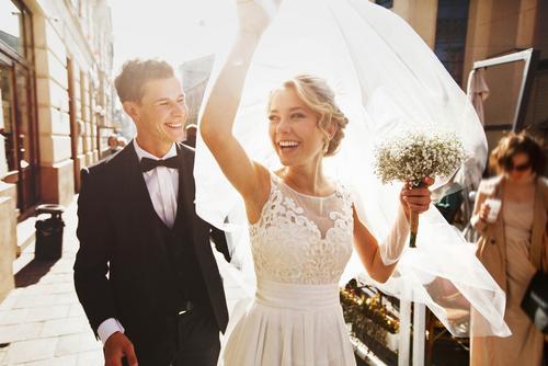 結婚式で幸せな風景